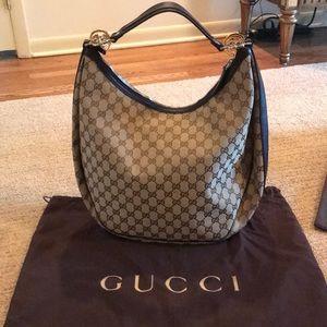 Timeless Gucci shoulder bag